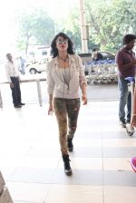 Shruti Haasan snapped at airport on 14th Oct 2015 (26)_561fc179116b7.JPG