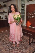 Hema Malini celebrates bday with media on 15th Oct 2015 (18)_5620f9ae2bfcc.JPG