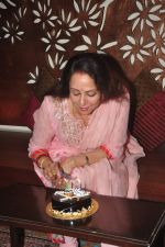 Hema Malini celebrates bday with media on 15th Oct 2015 (19)_5620f9afc15c5.JPG
