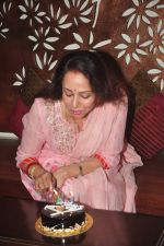 Hema Malini celebrates bday with media on 15th Oct 2015 (20)_5620f9b13ab7c.JPG