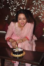 Hema Malini celebrates bday with media on 15th Oct 2015 (21)_5620f9b2d81d2.JPG