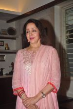 Hema Malini celebrates bday with media on 15th Oct 2015 (7)_5620f99d05e55.JPG