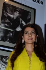 Juhi Chawla at JP Singhal exhibition on 15th Oct 2015 (39)_5620f94a3f817.JPG