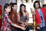 Anushka Ranjan, Karan Grover, Diganth inaugurate Glitter 2015 on 16th Oct 2015 (32)_56236bfaa290b.JPG