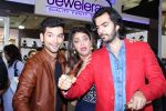 Anushka Ranjan, Karan Grover, Diganth inaugurate Glitter 2015 on 16th Oct 2015 (50)_56236c04376f7.JPG