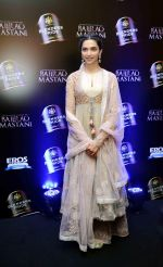 Deepika Padukone at Anju Modi_s Bajirao Mastani collection launch on 17th Oct 2015 (19)_5623bd3a22118.JPG