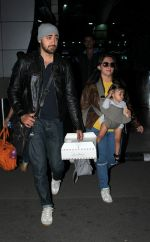 Imran Khan, Avantika Malik snapped at airport on 16th Oct 2015 (24)_5623661b265c0.JPG
