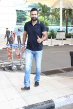 Irfan Pathan snapped at airport on 17th Oct 2015 (19)_5623bd9bd0540.JPG