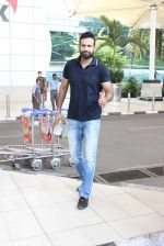 Irfan Pathan snapped at airport on 17th Oct 2015