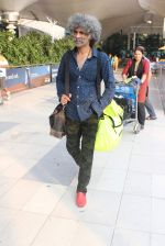 Makarand Deshpande snapped at airport on 17th Oct 2015 (5)_5623bdcc586f5.JPG