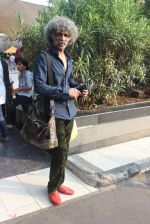 Makarand Deshpande snapped at airport on 17th Oct 2015 (6)_5623bdda097bc.JPG