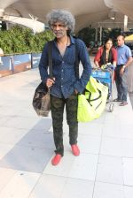 Makarand Deshpande snapped at airport on 17th Oct 2015 (3)_5623bdc01e11a.JPG