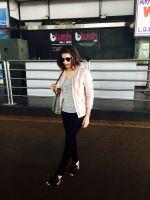 Prachi Desai at the airport (2)_5623821dea4e8.jpg