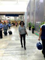 Prachi Desai at the airport (3)_5623827d7b914.jpg