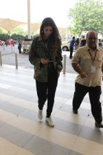 Shweta Bachchan snapped at airport on 17th Oct 2015 (15)_5623be19893b9.JPG