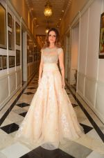 Suzanne Khan at abu jani charity show on 16th Oct 2015