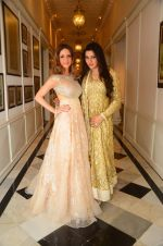 Suzanne Khan at abu jani charity show on 16th Oct 2015 (249)_5623657230757.JPG