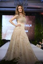 Suzanne Khan at abu jani charity show on 16th Oct 2015 (255)_562365c40483a.JPG