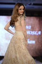Suzanne Khan at abu jani charity show on 16th Oct 2015 (259)_5623668c0a708.JPG