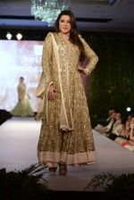 kehkashan patel walk for Breakthrough Mission Hazaar in Abu Jani Sandeep Khosla Show on 17th Oct 2015 (73)_562349b95b28b.JPG