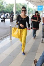 Urvashi Rautela snapped at airport on 18th Oct 2015