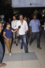 Ajay Devgan snapped at airport on 19th Oct 2015