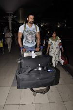 Kunal Kapoor snapped at airport on 19th Oct 2015
