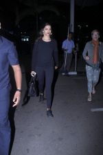 Deepika Padukone snapped at airport on 20th Oct 2015