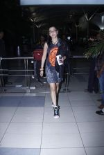 Shruti Haasan snapped at airport on 20th Oct 2015 (5)_562745760d39b.JPG