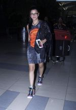 Shruti Haasan snapped at airport on 20th Oct 2015 (8)_562745d029181.JPG