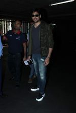 Sidharth Malhotra snapped at airport on 20th Oct 2015