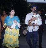 Sreesanth snapped with kid and wife as he comes to Mumbai to shoot for Mahesh Bhatt on 20th Oct 2015