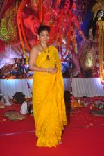 Sumona Chakravarti at Durga Pooja Pandal on 20th Oct 2015