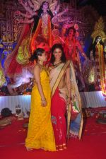 Sumona Chakravarti, Kavita Kaushik at Durga Pooja Pandal on 20th Oct 2015
