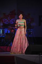 Tulsi Kumar at Durga Pooja Pandal on 20th Oct 2015