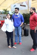 Abhishek Bachchan snapped at airport on 21st Oct 2015 (28)_56288e8fb84e5.JPG