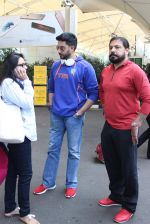 Abhishek Bachchan snapped at airport on 21st Oct 2015 (29)_56288ea01fb0d.JPG