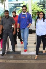Abhishek Bachchan snapped at airport on 21st Oct 2015