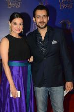 Dia Mirza, Sahil Sangha at Beauty and the Beast red carpet in Mumbai on 21st Oct 2015 (265)_5628c694c54aa.JPG