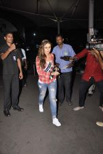 Kareena Kpaoor snapped at Airport on 21st Oct 2015