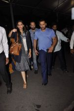 Sonam Kapoor, Salman Khan snapped at Airport on 21st Oct 2015