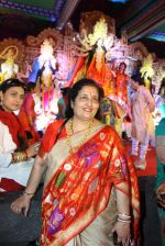 Anuradha Paudwal at North Bombay Sarbojanin Durga Puja 2015 on 22nd Oct 2015