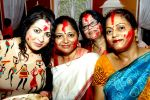 Misti Mukerjee went for sindoor khela at Bangur Nagar Sarvjanik Durga Puja on 23rd Oct 2015 (5)_562cc20874cf5.jpg