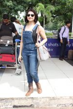 Prachi Desai snapped at airport on 24th Oct 2015 (12)_562cd96252929.JPG