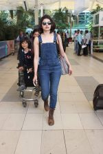 Prachi Desai snapped at airport on 24th Oct 2015 (13)_562cd96e03155.JPG