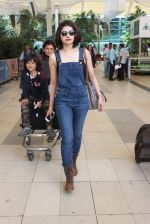 Prachi Desai snapped at airport on 24th Oct 2015 (14)_562cd97fa36be.JPG