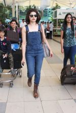 Prachi Desai snapped at airport on 24th Oct 2015 (17)_562cd9b470cde.JPG