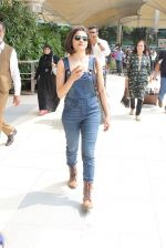 Prachi Desai snapped at airport on 24th Oct 2015 (19)_562cd9cc00727.JPG