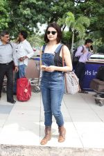 Prachi Desai snapped at airport on 24th Oct 2015 (21)_562cd9e15fef3.JPG