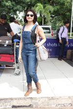 Prachi Desai snapped at airport on 24th Oct 2015 (22)_562cd9f291e89.JPG